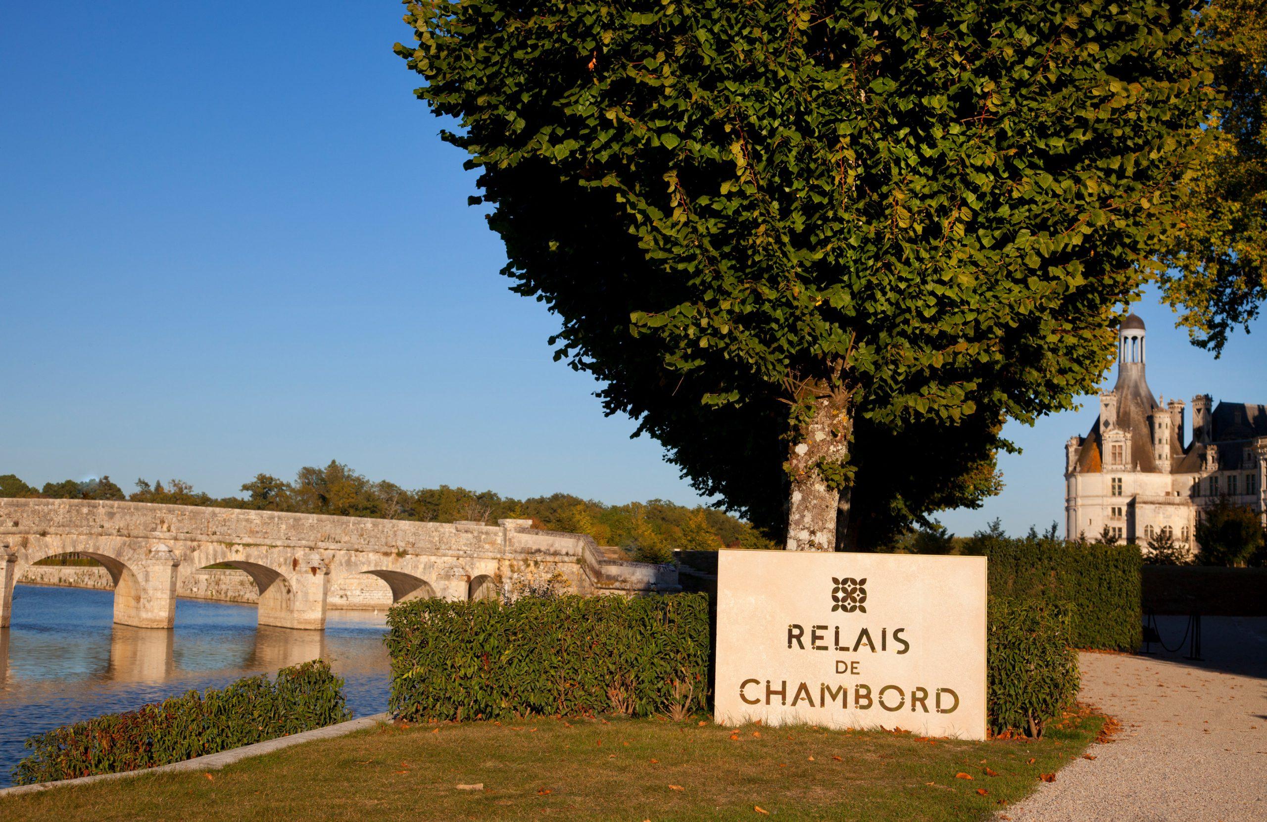 La Toue du Relais, in front of the Château de Chambord.